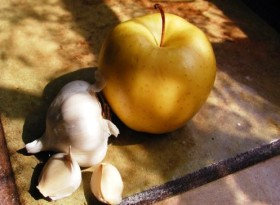 garlic_clove_with_apple-280x205