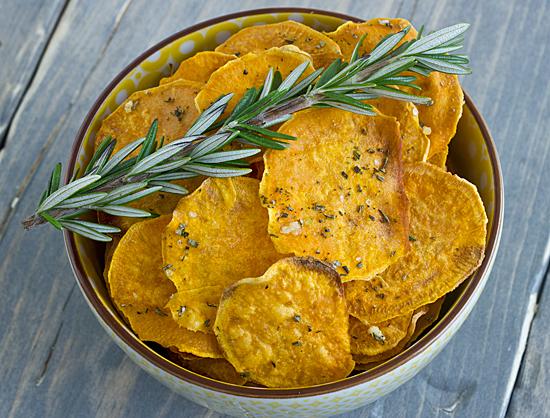 garlic_rosemary_baked_sweet_potato_chips_close